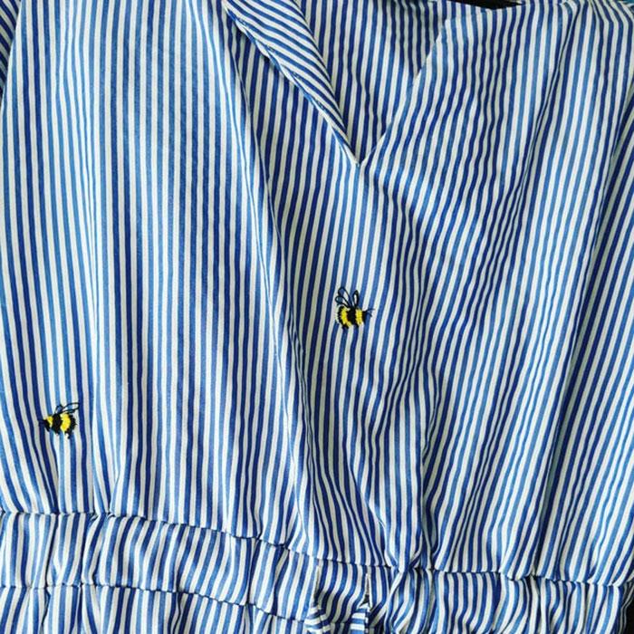 Hace un tiempo, bordé un par de abejas sobre mi vestido para cubrir unas manchas imposibles de quitar; gracias a eso aún puedo usarlo y me gusta mucho más que antes