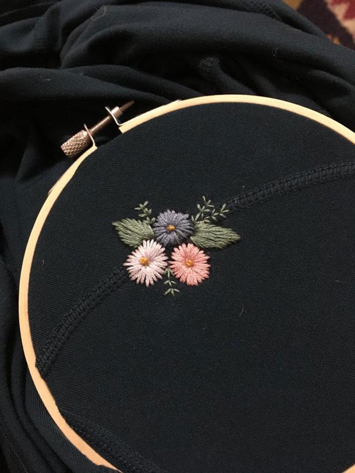 Cubrí una mancha con flores