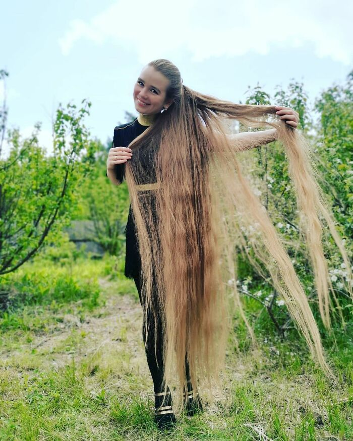 Disney's Tangled In Real Life: Woman Shows What Happens When You Don't Cut Your Hair For 23 Years