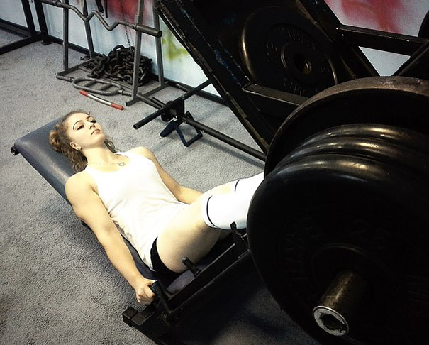 A 17-Year Old Russian Powerlifter With a Doll-like Face (11 pics)