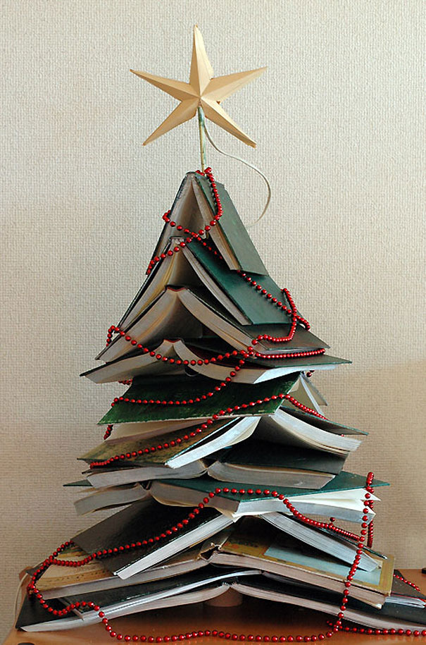 22 creative diy christmas tree ideas bored panda hardcover christmas tree solutioingenieria Images