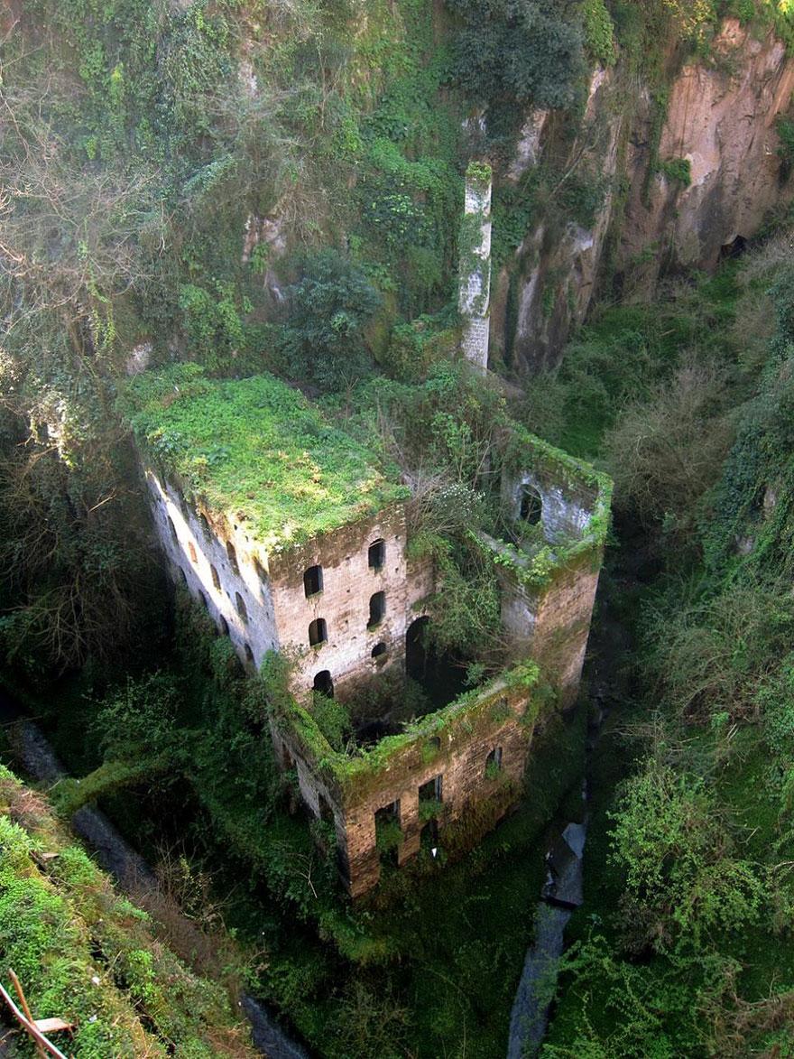 16 Φωτογραφίες εγκαταλελειμμένων χώρων abandoned places 10