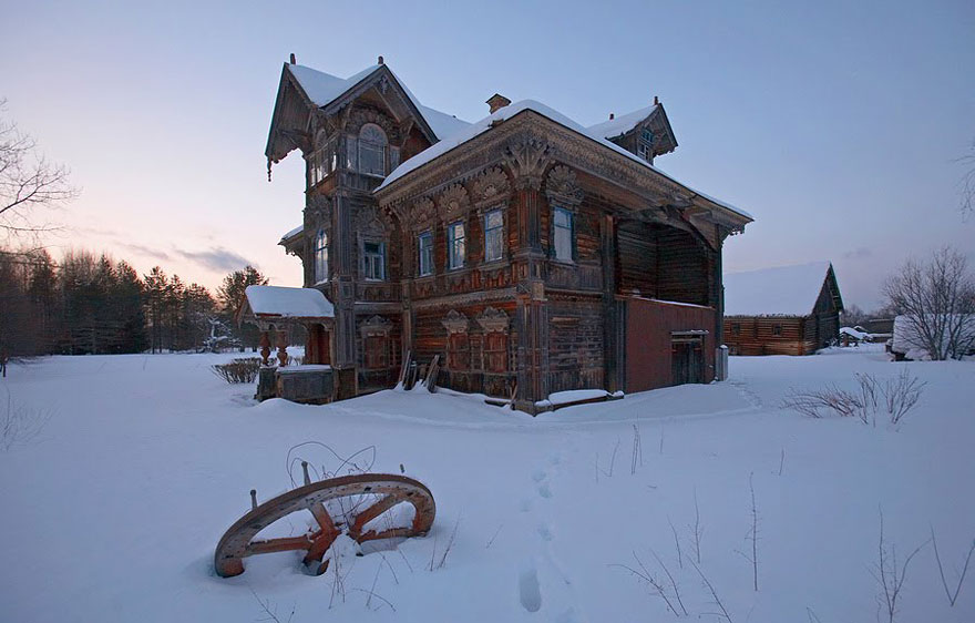 31 Haunting Images Of Abandoned Places That Will Give You