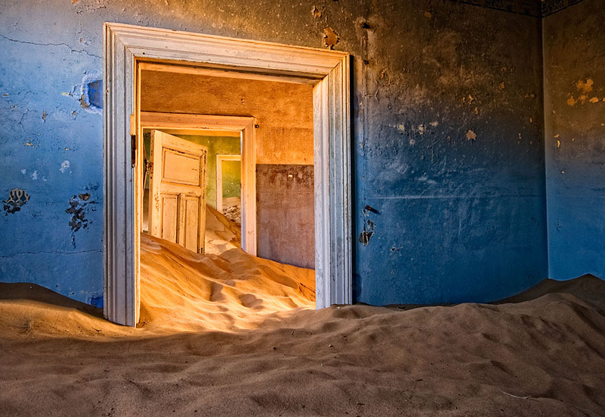 Haunting Images Of Abandoned Places That Will Give You Goose - Photographer captures abandoned worlds time forgot