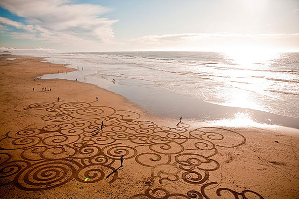 Stunning Sand Drawings by Andres Amador