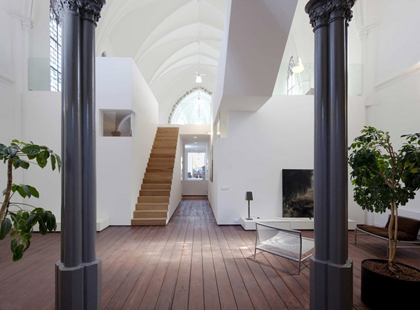 Churches converted into modern family homes bored panda for Tiny house blog family