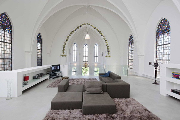 churches converted into modern family homes bored panda. Black Bedroom Furniture Sets. Home Design Ideas