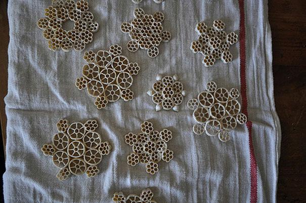 20 creative diy christmas ornament ideas bored panda macaroni snowflakes solutioingenieria Image collections