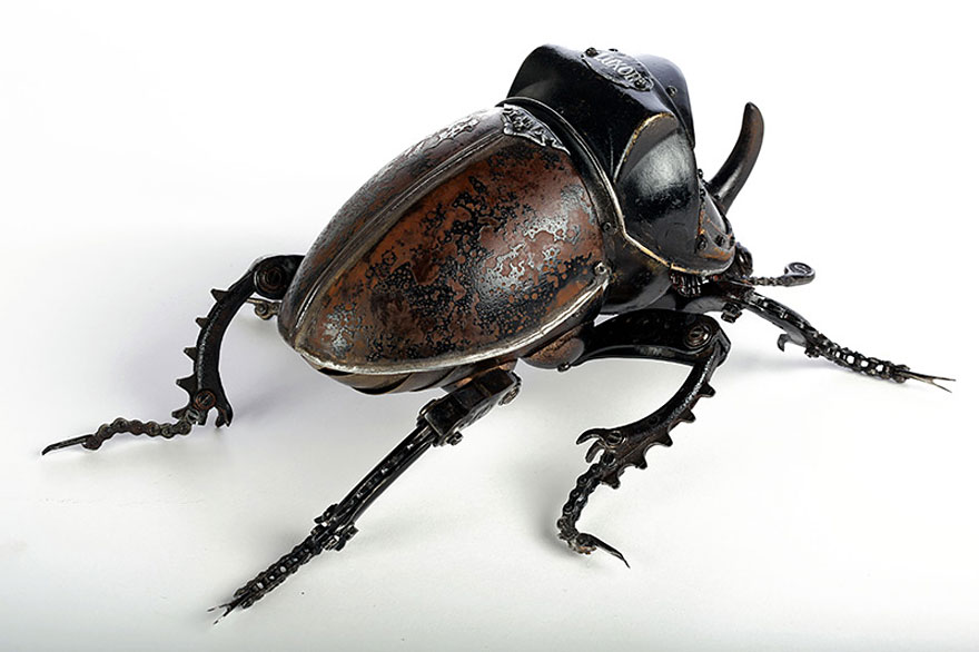 Artist Creates Amazing Insect Sculptures Using Nothing But