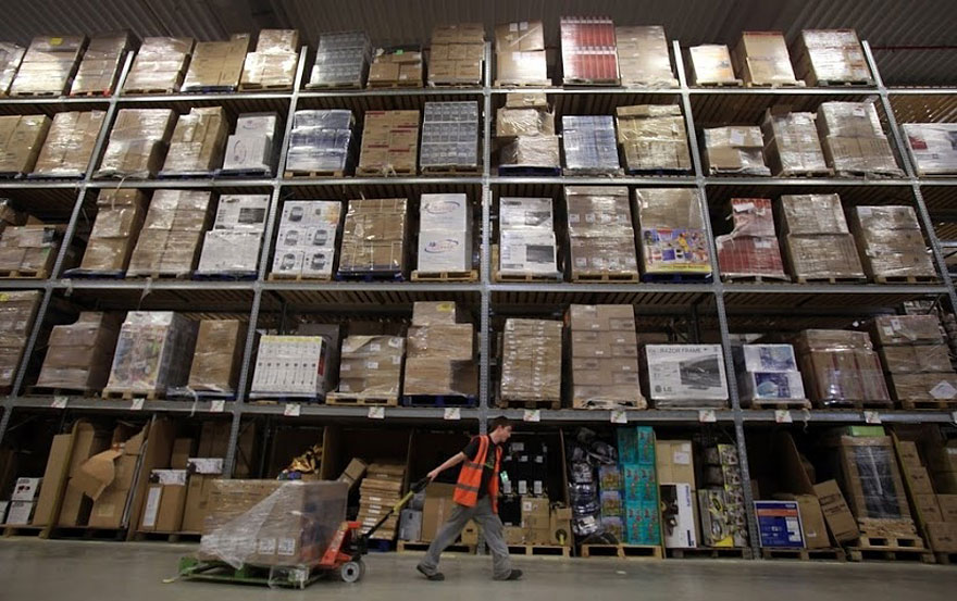 an inside look at chaotic amazon warehouses bored panda