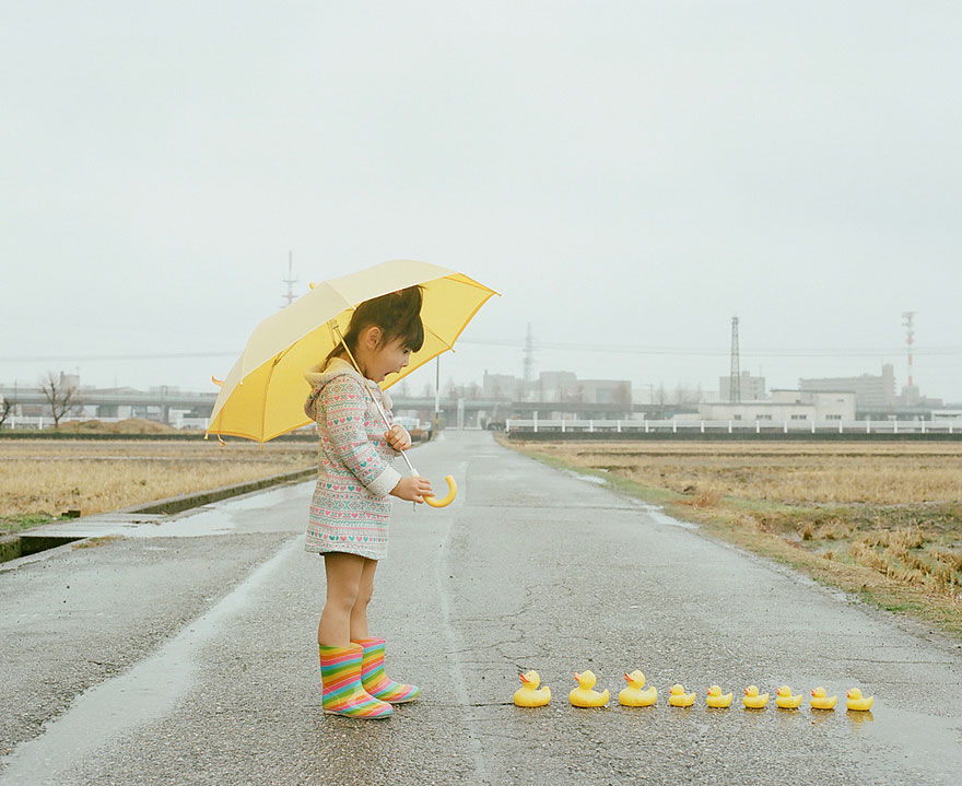Japanese Photographer Takes Cutest Pictures of His 4-year-old Daughter