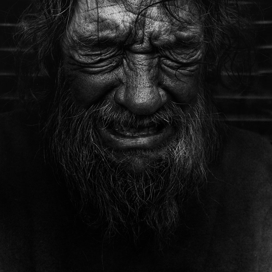 Haunting black and white portraits of homeless people by lee jeffries bored panda