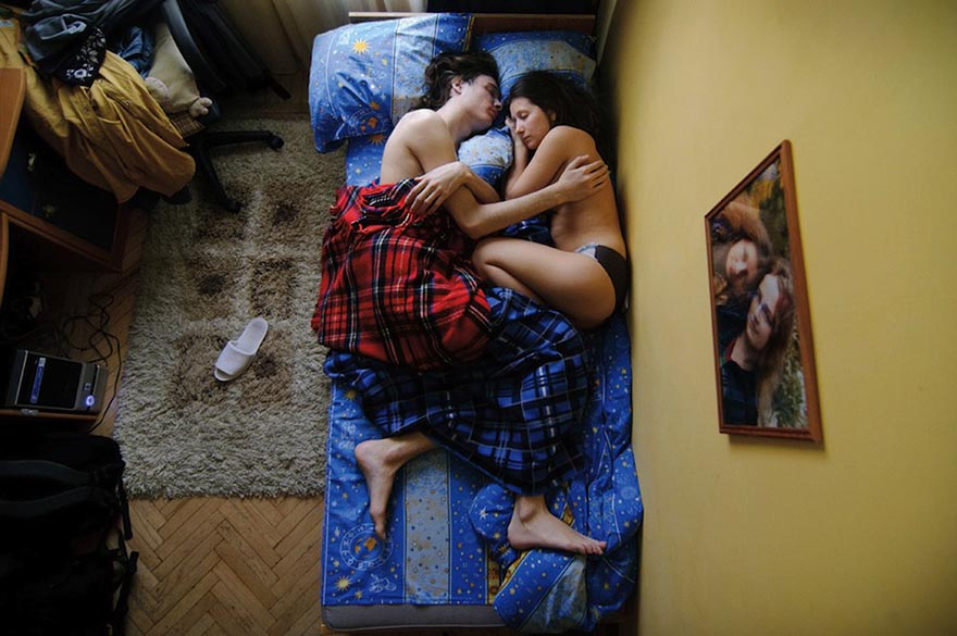 Young russian couple has first time sex in new home - 5 6