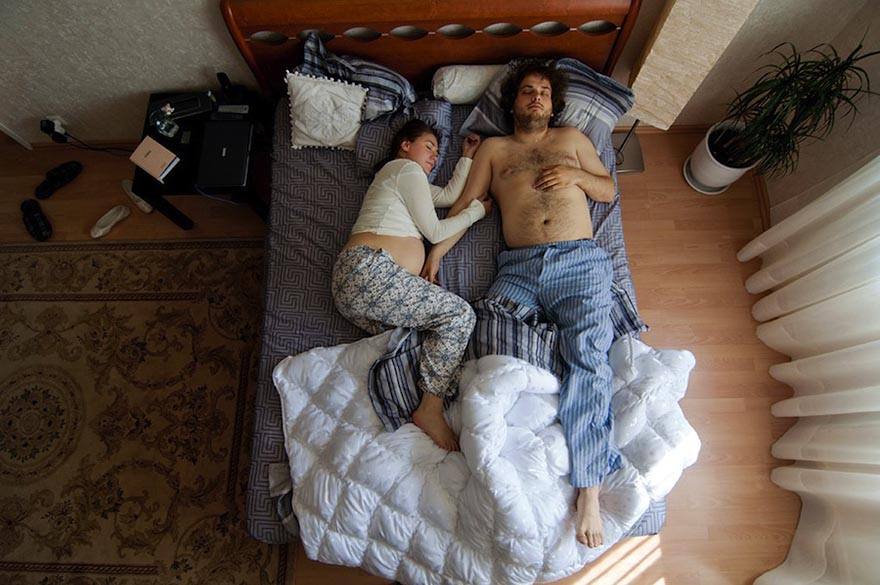 Intimate Portraits Of Sleeping Pregnant Couples By Russian