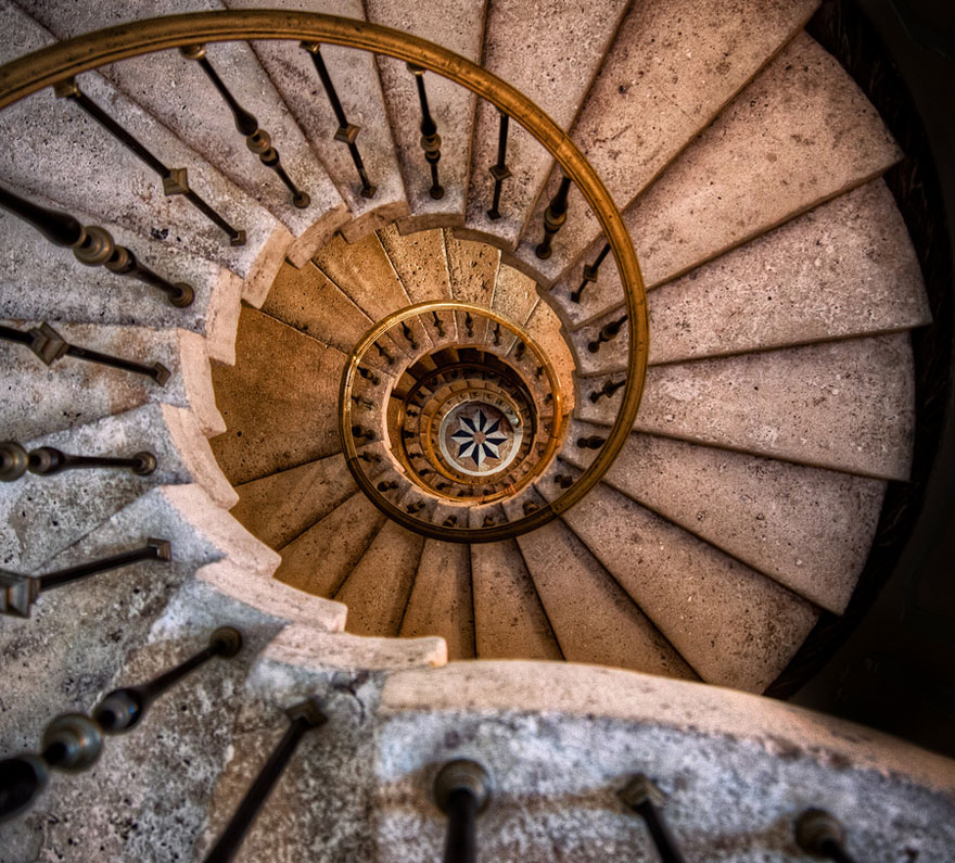 20 mesmerizing examples of spiral staircase photography for Spiral stair
