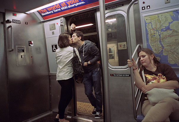 Street Photographer Spends 30 Years Capturing Kissing